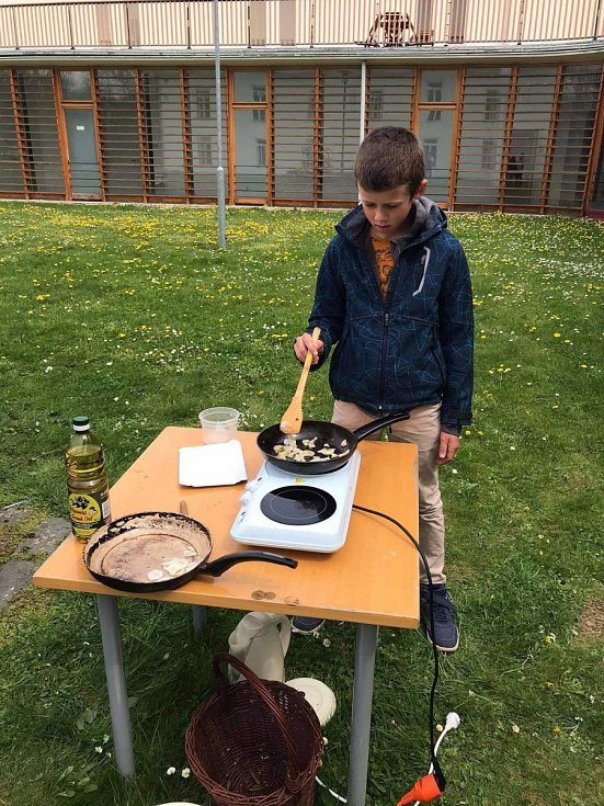 Vaření s bylinami.