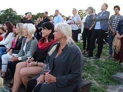 Návštěvníci kulturního pořadu na kopuli kina Hvězda v Uh. Hradišti. Ilustrační foto.