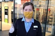 Dobrovolně proti koronaviru. Skupina, kterou vytvořila Květa Zpěváková z Uherského Hradiště, má už stovky účastníků