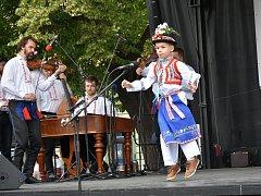 Svatojánský jarmark se konal na pozadí národní přehlídky dětského verbuňku.