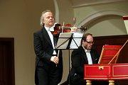 Houslista Václav Hudeček koncertuje v Redutě v Uherském Hradišti.