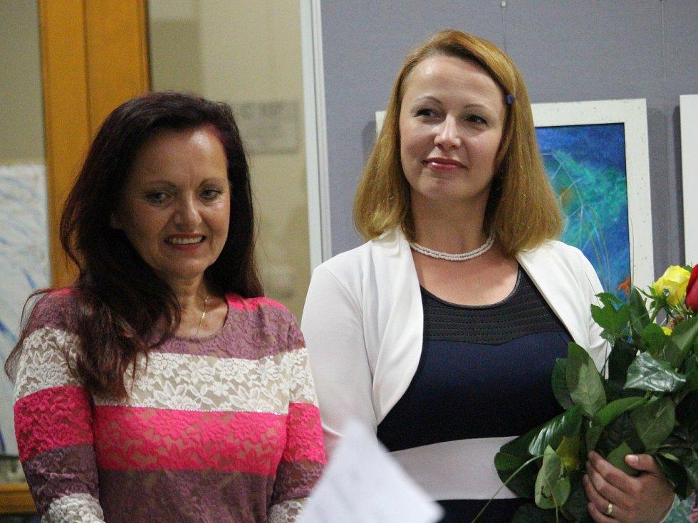 V prostorách Galerie Základní umělecké školy v Uherském Brodě představilo duo autorek Jiřina Trkulja a Markéta Švehlíková výstavu s názvem Obrazy duše.