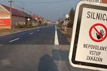 Ještě 15. listopadu tato cedule platila, dnes už řidiče zastavovat nebude.