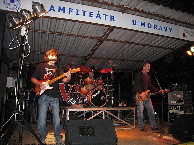 V.S.P. band bavil diváky v jarošovském amfiteátru U Moravy.