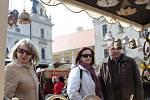 Navzdory ne zrovna příznivé předpovědi počasí a chladnému ránu o Bílé sobotě se nesl pátý ročník Velikonočního jarmarku na Masarykově náměstí v Uherském Hradišti ve svátečním duchu.