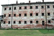 Objekt věznice chátrá už mnoho let.