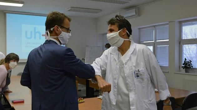 Do krajských nemocnic zamířilo vedení kraje.