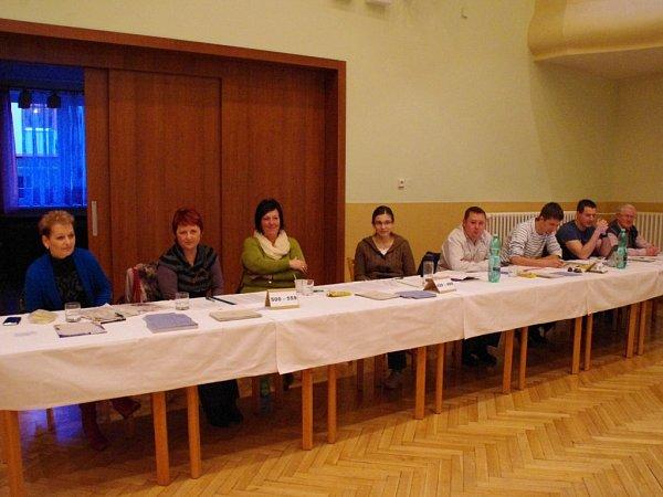Doplňkové Senátní volby se vŠumicích konaly vkulturním domě.