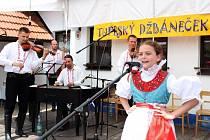 Vítězka mladší kategorie Pavlínka Šedová z Buchlovic zapěla písničku V tom zeleném háji.