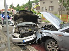 V Jarošově se při dopravní nehodě střetla tři auta.