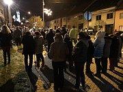 Česko zpívá koledy 2017 v Dolním Něčí. Na akci dorazilo více než sto lidí. Základem byl mužský pěvecký sbor Dolněmčané.