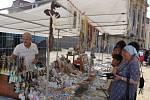 Ke každoročním oslavám sv. Cyrila a Metoděje na Velehradě patří také kolotoče a stánky s cukrovinkami.