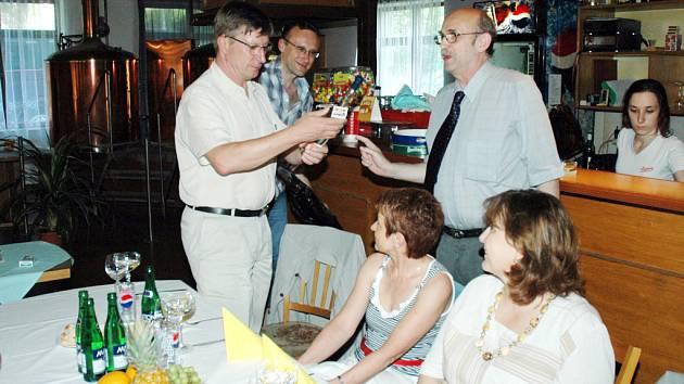 Dnes už bývalého prezidenta brodského Rotary klubu Jiřího Rosenfelda (vpravo) vystřídal František Chrástek.
