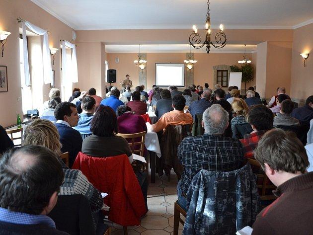 Na celodenní konferenci do Buchlovic dorazilo kolem devadesáti účastníků.