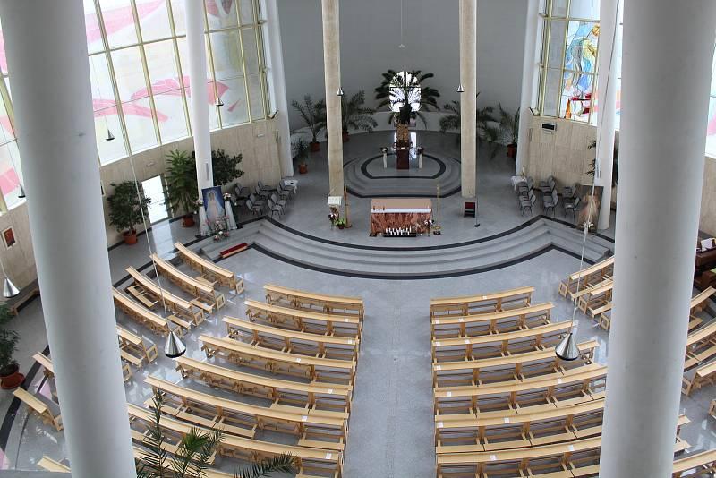 Kostel Svatého Ducha ve Starém Městě v květnu 2021.. Interiér.