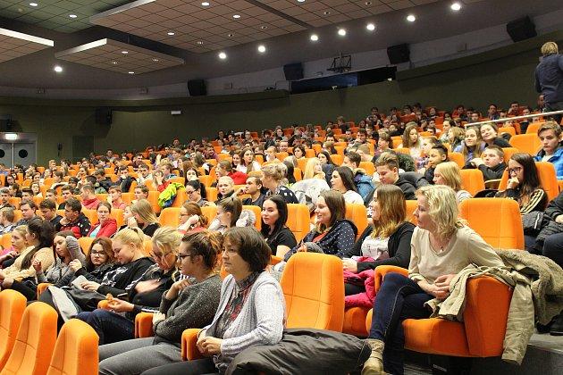 Kino Hvězda se zaplnilo studenty, konala se tam 62. ročník studentské konference