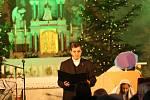 VOstrožské Lhotě se na Boží hod koledovalo vkostele. Vystoupily místní soubory