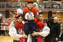 Jako tradičně představil Krojový ples ve Vlčnově budoucího krále vlčnovské jízdy králů. Tím bude letos devítiletý Martin Darek Franta.