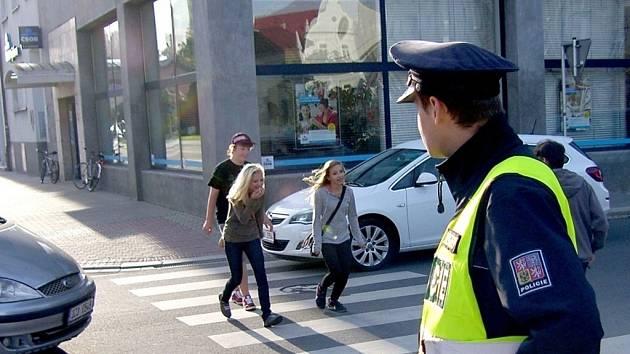 Se začátkem školního roku se k přechodům vrátili školáci i policisté.