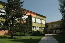 Po Vlčnovu se stala cílem školních inspektorů dolněmčanské škola (na snímku)
