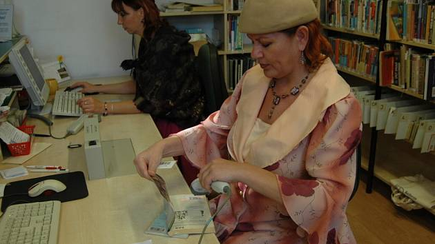 Pracovníci knihovny B. B. Buchlovana pracovali v historických kostýmech.