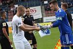 Fotbalisté Slovácka (bílé dresy) zakončili letošní sezonu domácím zápasem s Karvinou Foto: Deník/Stanislav Dufka