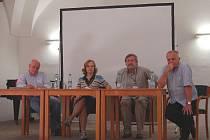 Diskutující – Mathé, Uldrichová, Málek a Gogola.