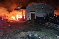 Požár skladu v Záhorovicích na Uherskohradišťsku 1. ledna 2021