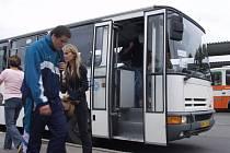 Některé zrušené spoje ČSAD nahradilo úpravou tras původních linek. Autobusy tak do svého cíle jedou přes několik obcí navíc.