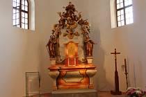 Mezi nejcennější prvky kostela, které se podařilo opravit, je unikátní oltář, jehož stáří odborníci odhadují na více než 270 let.