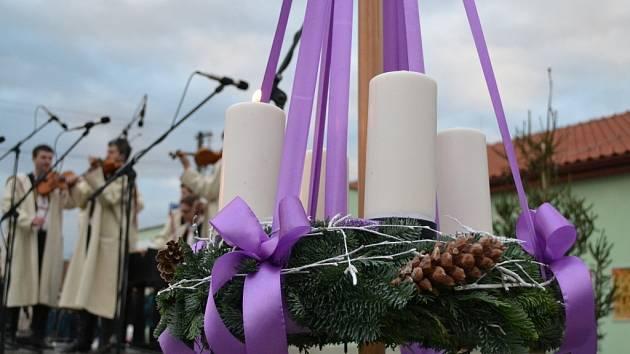 Obyvatele Boršic naladil na Vánoce jarmark.