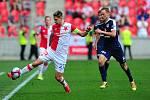 Fotbalové utkání HET ligy mezi celky SK Slavia Praha a 1. FC Slovácko 29. dubna v Praze. Milan Škoda vs. Josef Divíšek.