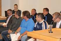 Státní zástupce pro všech pět mužů navrhuje trest odnětí svobody kolem pěti let.