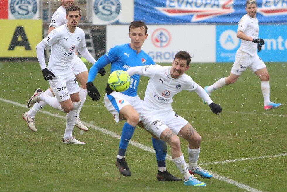 Fotbalisté Slovácka (v bílých dresech) se ve 24. kole FORTUNA:LIGY utkali s Baníkem Ostrava.