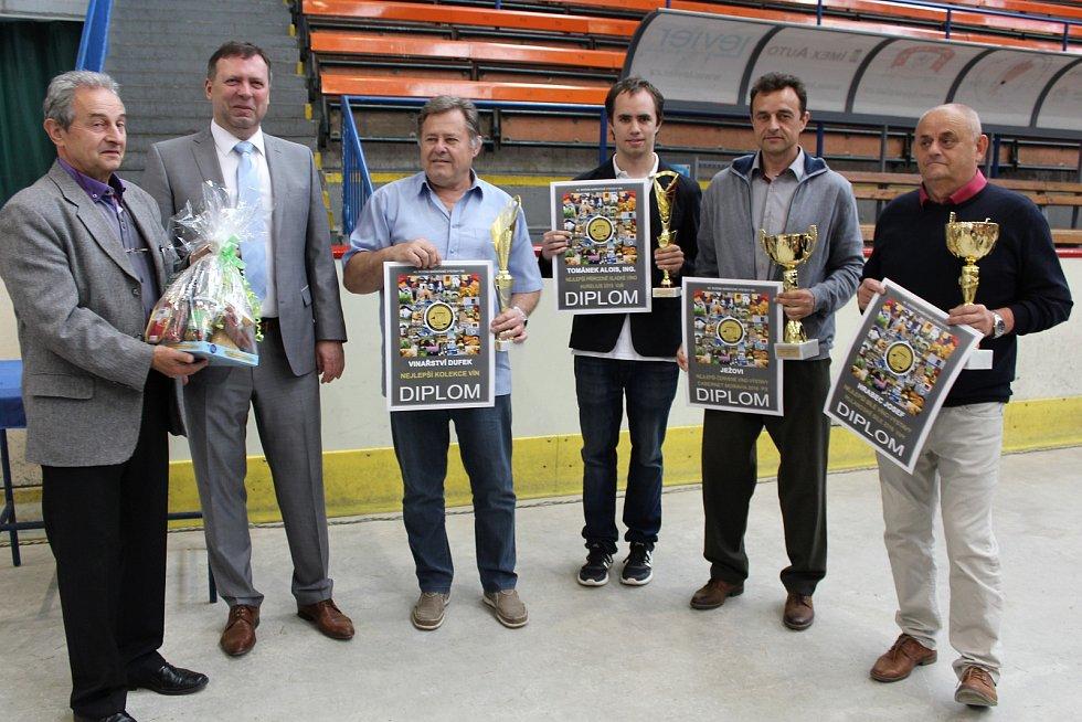 Čtyři šampioni vévodili výstavě vín na zimním stadionu v Hradišti