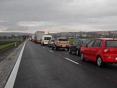 Notnou dávkou trpělivosti by se měli v těchto dnech obrnit řidiči, kteří mají v plánu projíždět Uherským Brodem. Nervy drásající stav způsobují už od poloviny října až půlhodinová čekání v zácpách