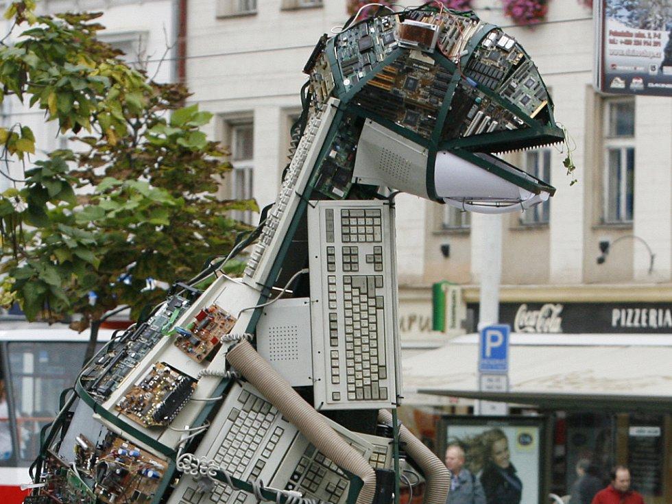 Ilustrační foto. Socha z elektroodpadu.