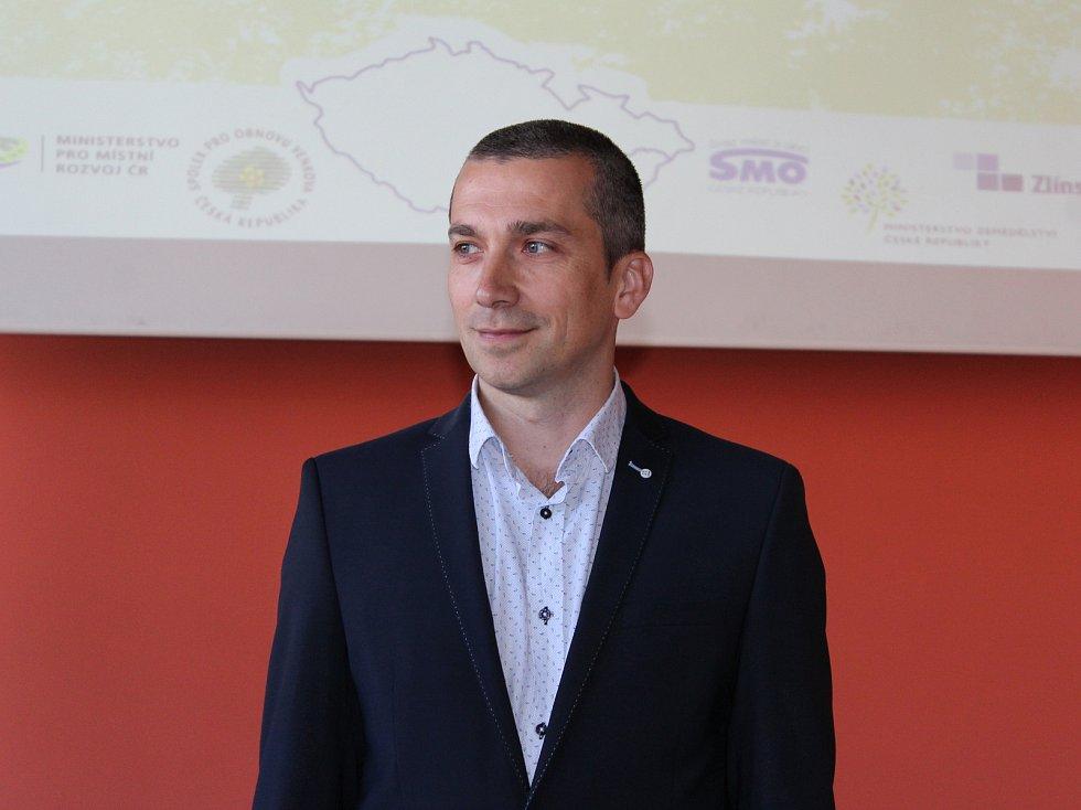 Vesnicí roku Zlínského kraje 2017 se v pondělí 12. června 2017 stala obec Slavkov na Slovácku. Na snímku je starosta Libor Švardala.