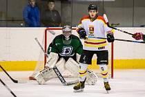 Hokejisté Uherského Ostrohu porazili Hodonín jasně 6:1. jednou asistencí k tomu přispěl i devatenáctiletý útočník Jakub Zalubil.