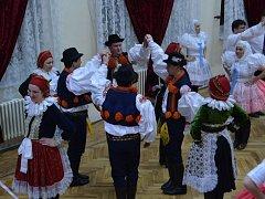 Pestrobarevné kroje zaplavily vsobotu večer kulturní dům vBoršicích u Blatnice.