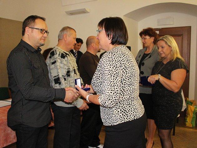 Mezi oceněnými je také šéfredaktor Slováckého deníku Pavel Bohun (na snímku přebírá ocenění).