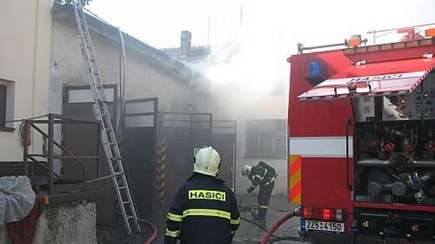 K požáru vyrazily dvě hasičské jednotky.