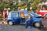 Senior za volantem naboural do protijedoucích aut. Dvě zraněné řidičky i muže odvezla záchranka. Srážka zablokovala silniční tah I/50 u obce Podolí na celé tři hodiny.