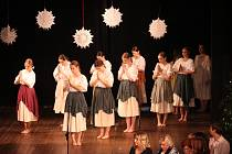 Tanečních vložek se zhostili zástupci folklorního souboru Míkovjan.