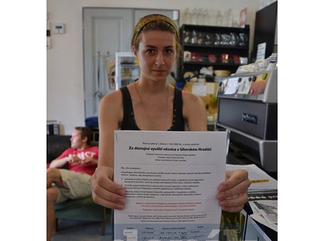 Na petičních arších přibyly desítky podpisů.