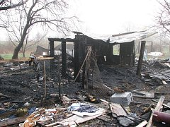 Požár zcela zničil chatu v zahrádkářské kolonii v Uh. Hradišti.