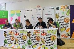 Novinky představilo vedení filmovky na tiskové konferenci.
