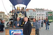 V pátek brzo ráno vzlétaly horkovzdušné balóny pro veřejnost také z několika míst Uherského Hradiště. Jedním z nich bylo i Masarykovo náměstí.