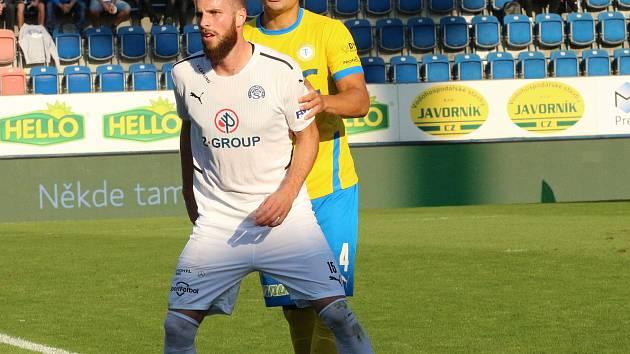 Fotbalisté Slovácko (v bílých dresech) v sobotním odpoledním zápase porazili Teplice 3:2.