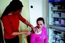 Pracovníci nového centra nabízí všechny druhy vakcín a specializují se i na cestovní medicínu.